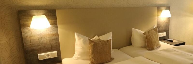 ホテルのベッドのヘッドボード