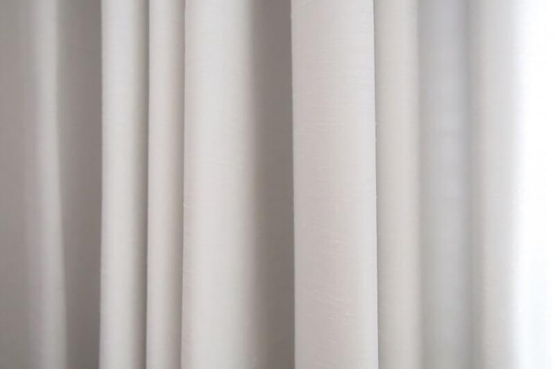 ドレープのあるカーテン