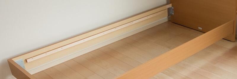 木のベッドフレーム