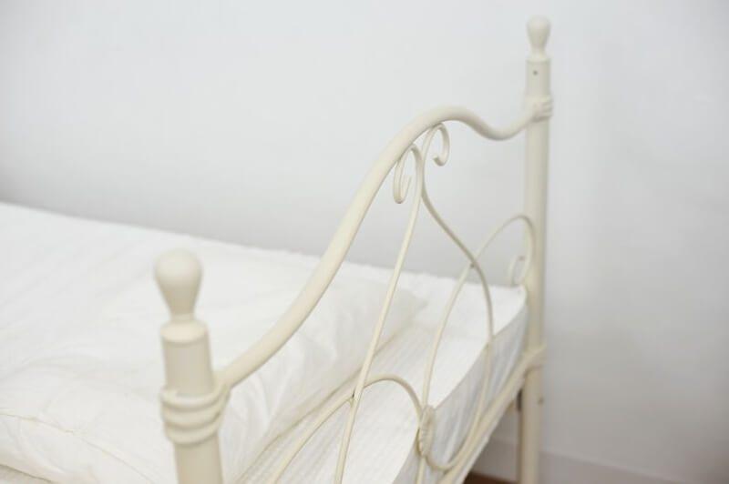 パイプのベッドフレーム
