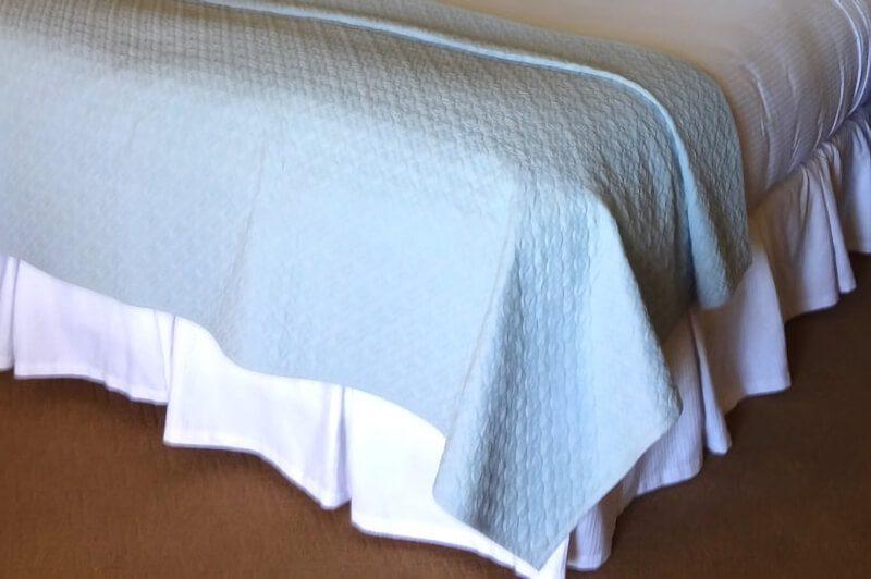 ベッドのスカート