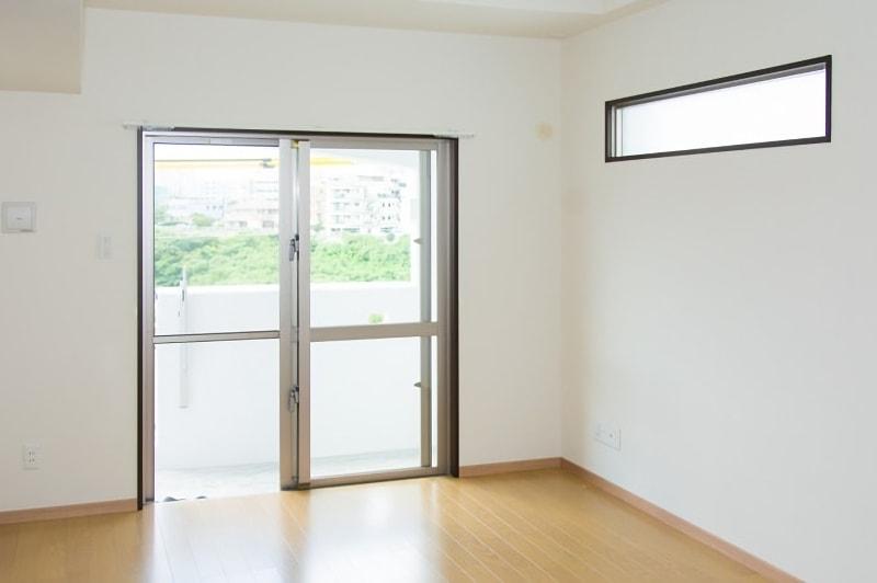 白い壁の部屋