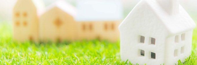 並ぶ家の模型