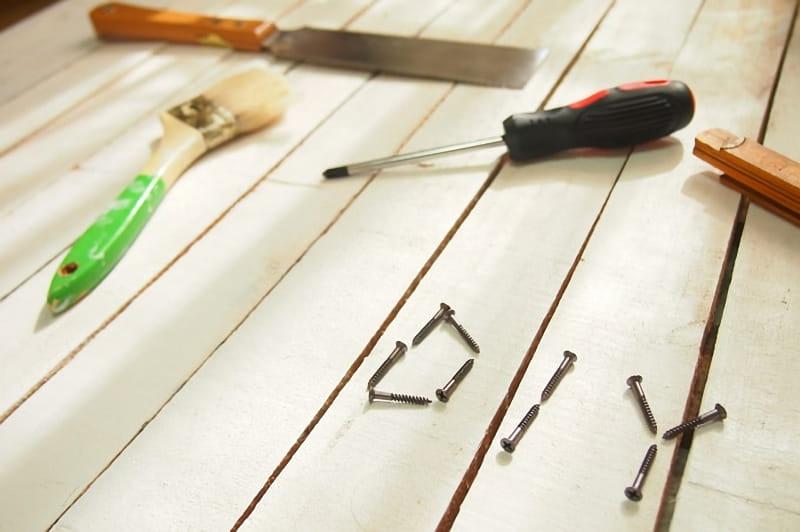 工具と木ネジのDIY文字
