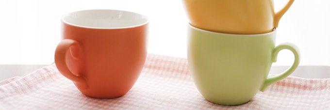 3色のコップ