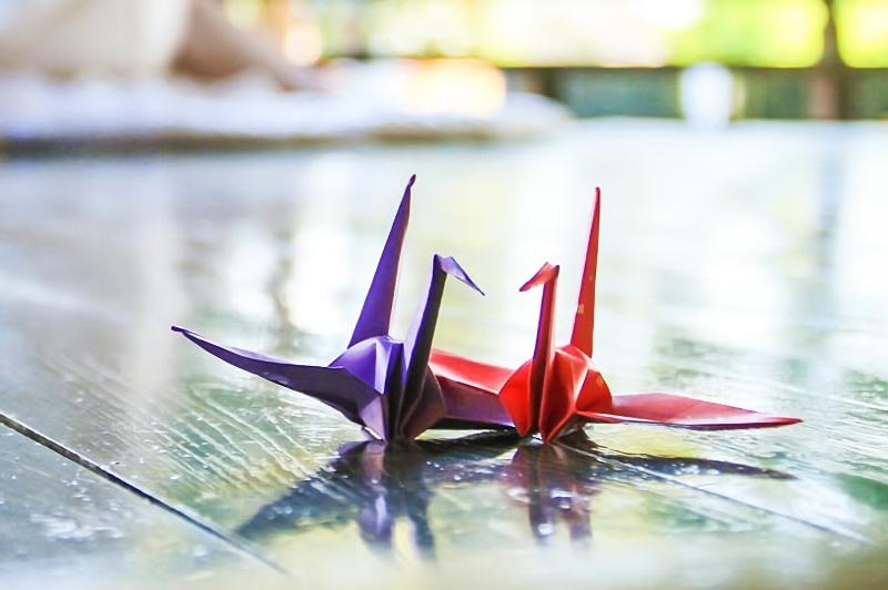 艶のあるフローリングと夫婦鶴